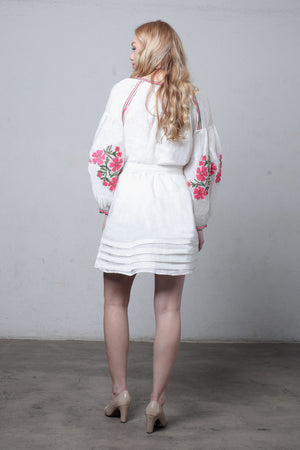 White linen embroidered dress with puff sleeves. Image 5
