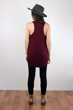 Tank top with high side slits, in Burgundy.