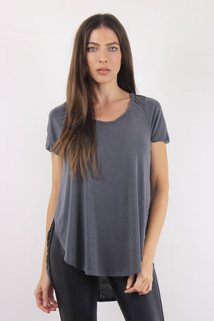Tee shirt with overlapping slit sides, in Charcoal. Image 4