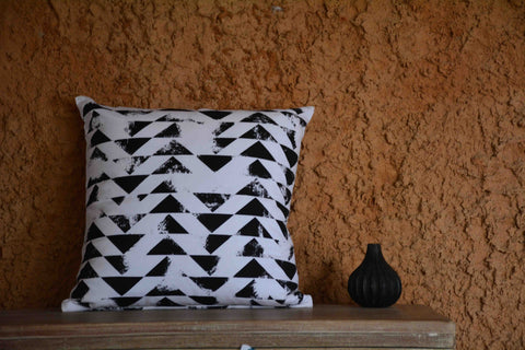 Black & White Printed Cotton Cushion Cover - ZeroBrandZone - 1