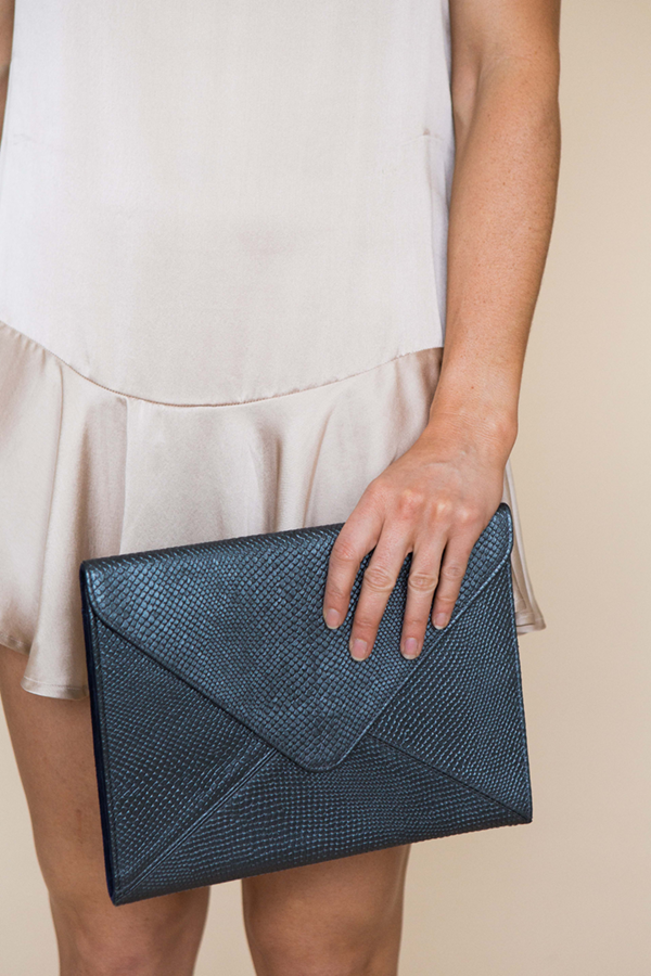 VANESSA CLUTCH - GRAPHITE