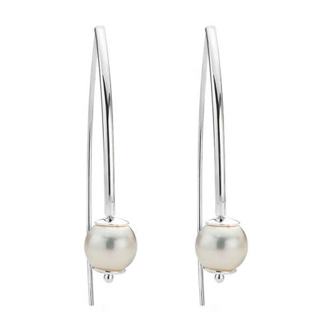 Sterling silver earring with freshwater pearl