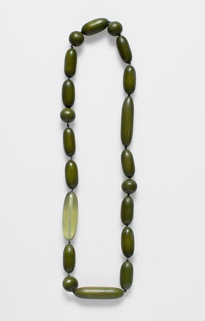 Oval bead short necklace. Green