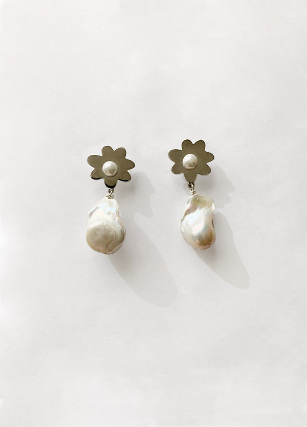 Pearl Drop Daisy Earrings
