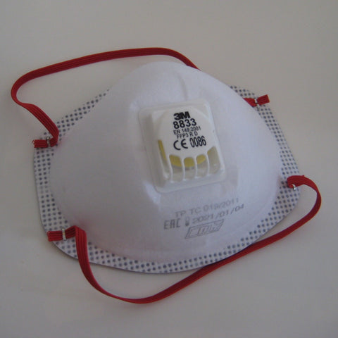 Disposable but reusable respirator mask with a high level of dust protection, to use when working with glass enamels