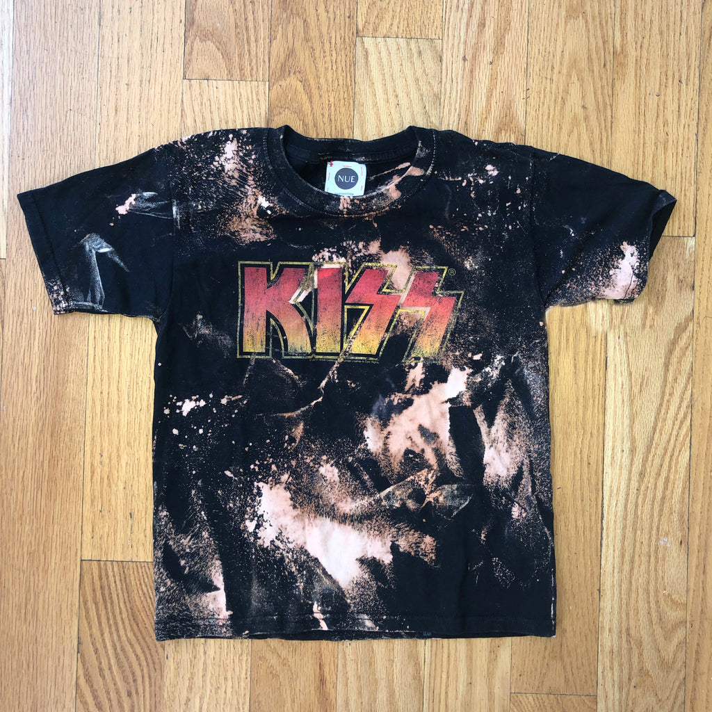 NUE Collection Kiss Band Tee