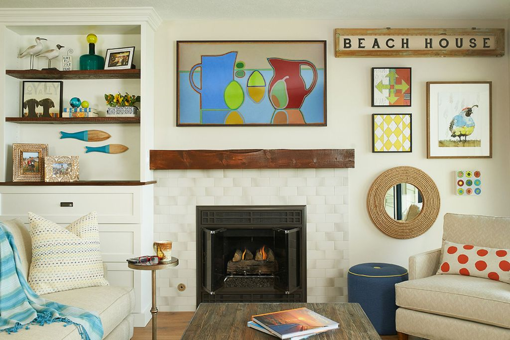 A Happy Beach House living room  by Bayberry Cottage