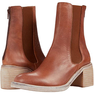 Free People Essential Chelsea Leather Boots in Whiskey OB1171581