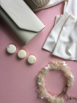 what to buy a bride to be