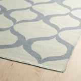 Kaleen Brisa BRI09-75 Ivory/Grey Area Rug Close-up Shot