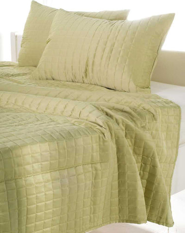 Rizzy BTQ816 Satinology Lime Green Bedding main image