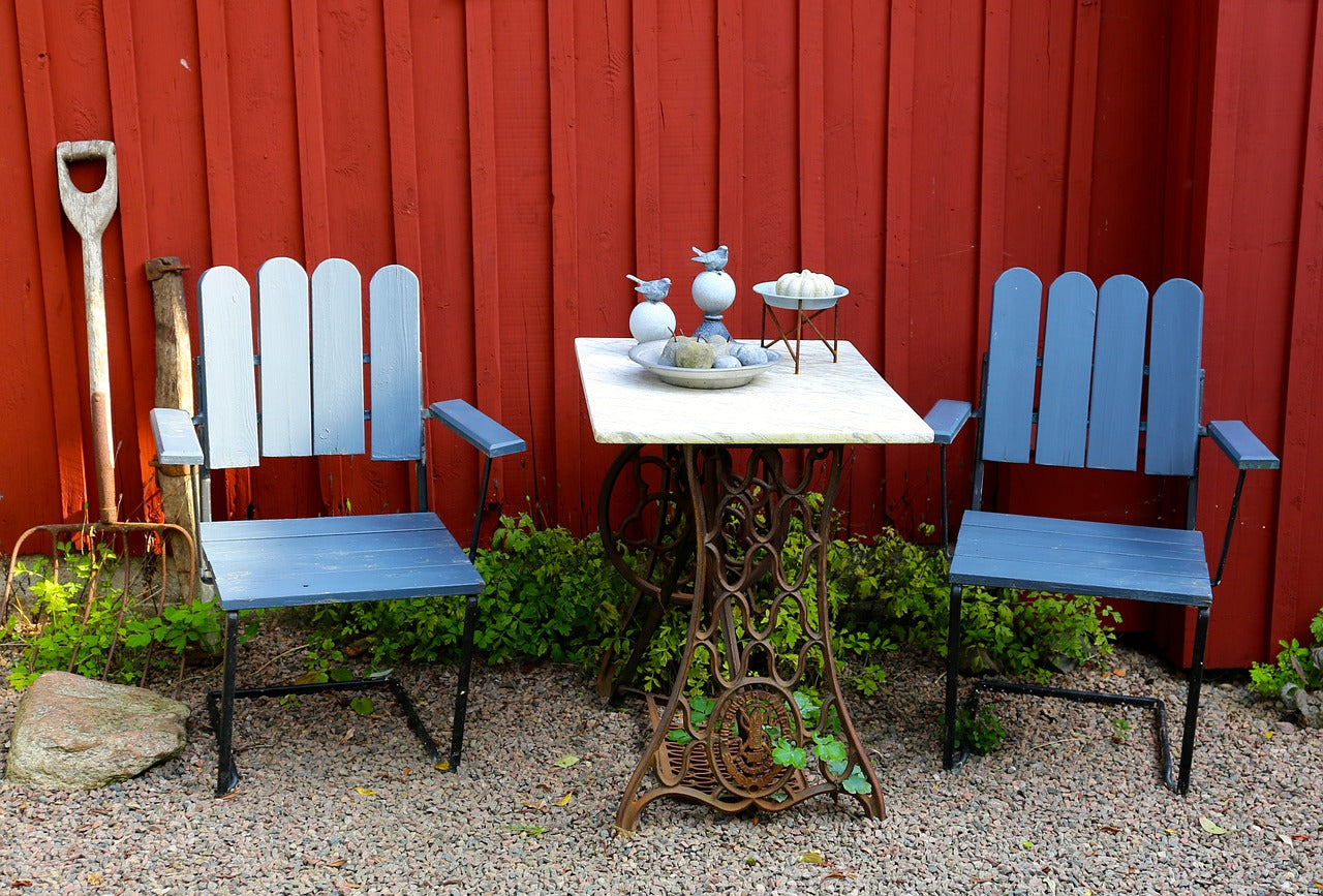 painting your backyard furniture