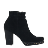 Womans heeled bootie attis in black right