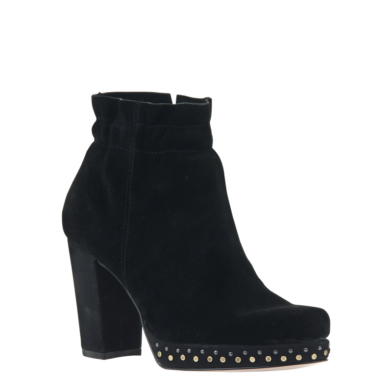Womans heeled bootie attis in black