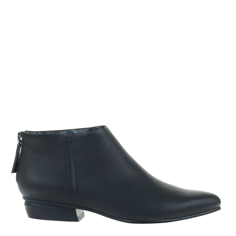 women black boot chi in black right