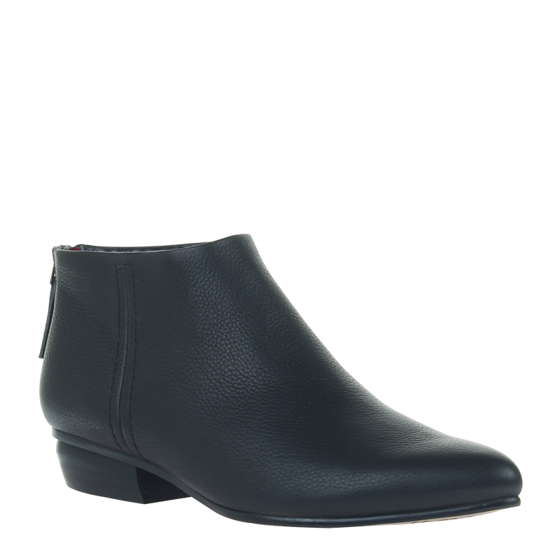 women black boot chi in black