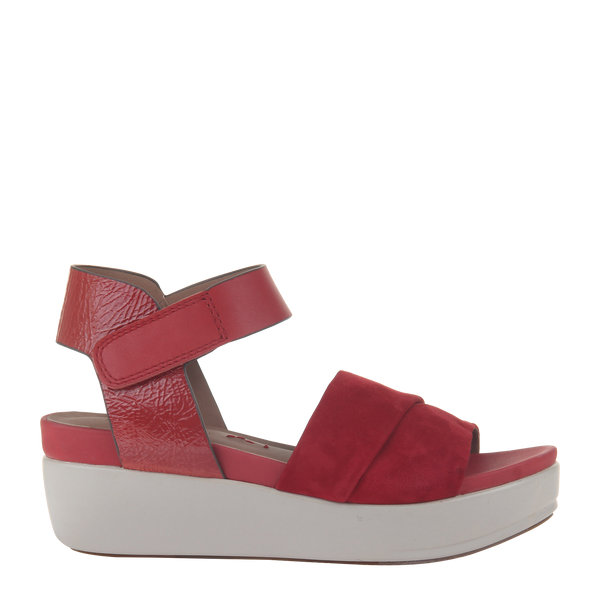 Womens sandal in koda in deep red right