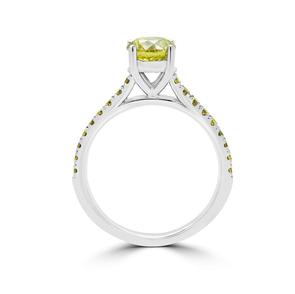 engagement ring with diamonds. www.justsostyle.net