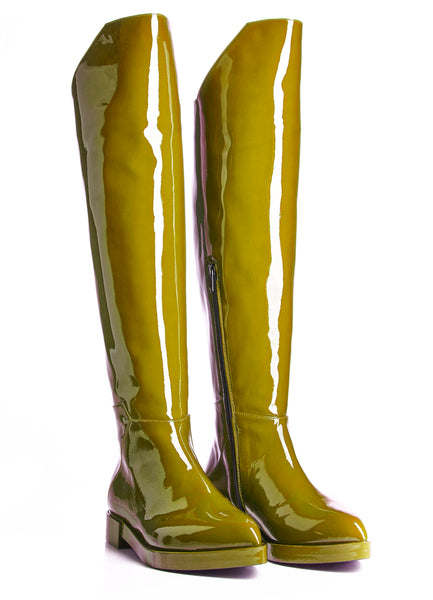 luxurious boots, from of genuine patent leather.  www.justsostyle.net