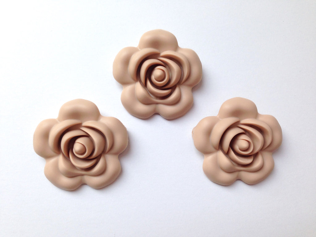 40mm Oatmeal Silicone Flower Bead