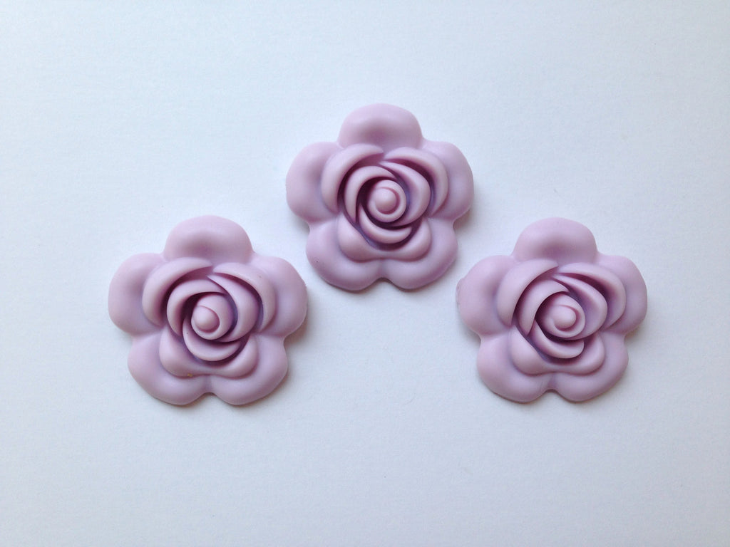 40mm Lilac Silicone Flower Bead