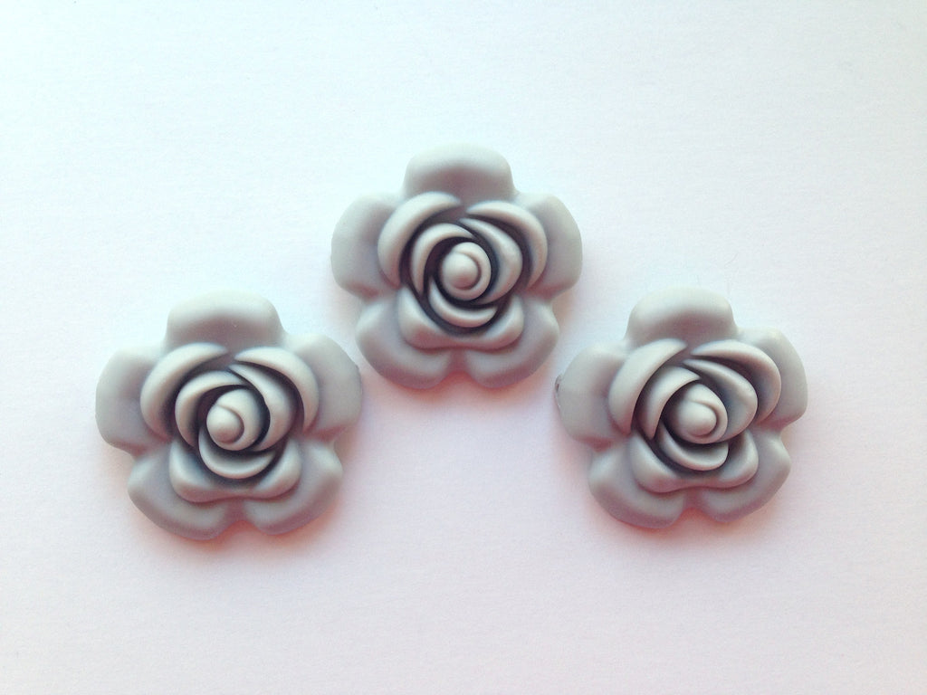 40mm Light Gray Silicone Flower Bead