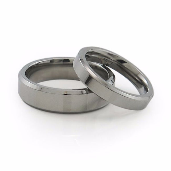 Mens and ladies matching titanium rings. Matching titanium wedding set.