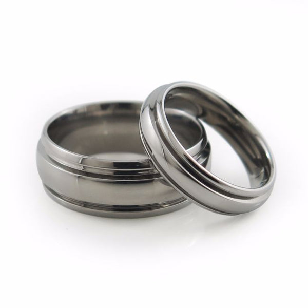 Mens and ladies classic titanium wedding set