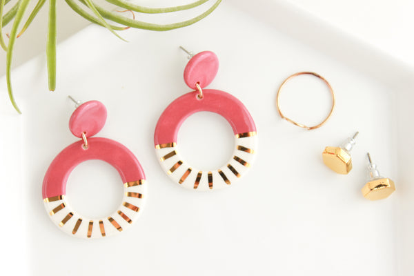 Mauve Sunburst Round Cutout Statement Earrings