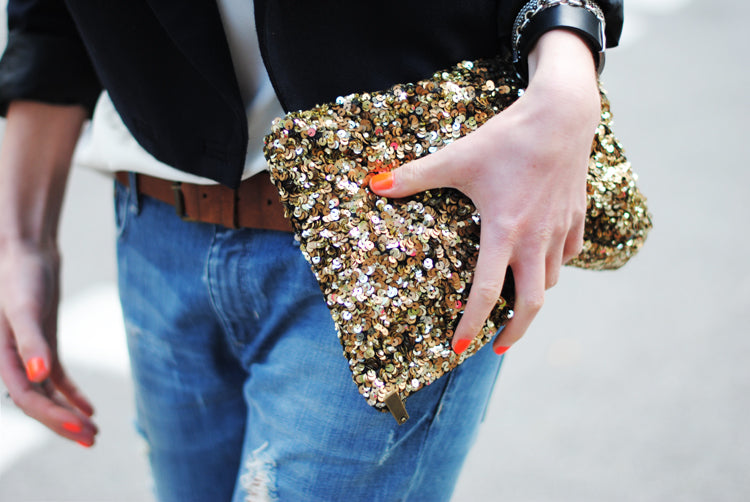 88477-details-boyfriend-jeans-sequin-clutch-brown-leather-belt