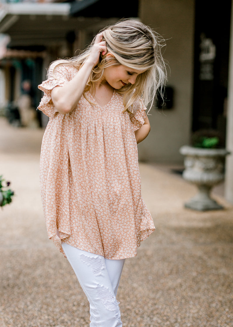 coral top with daisies - epiphany boutiques