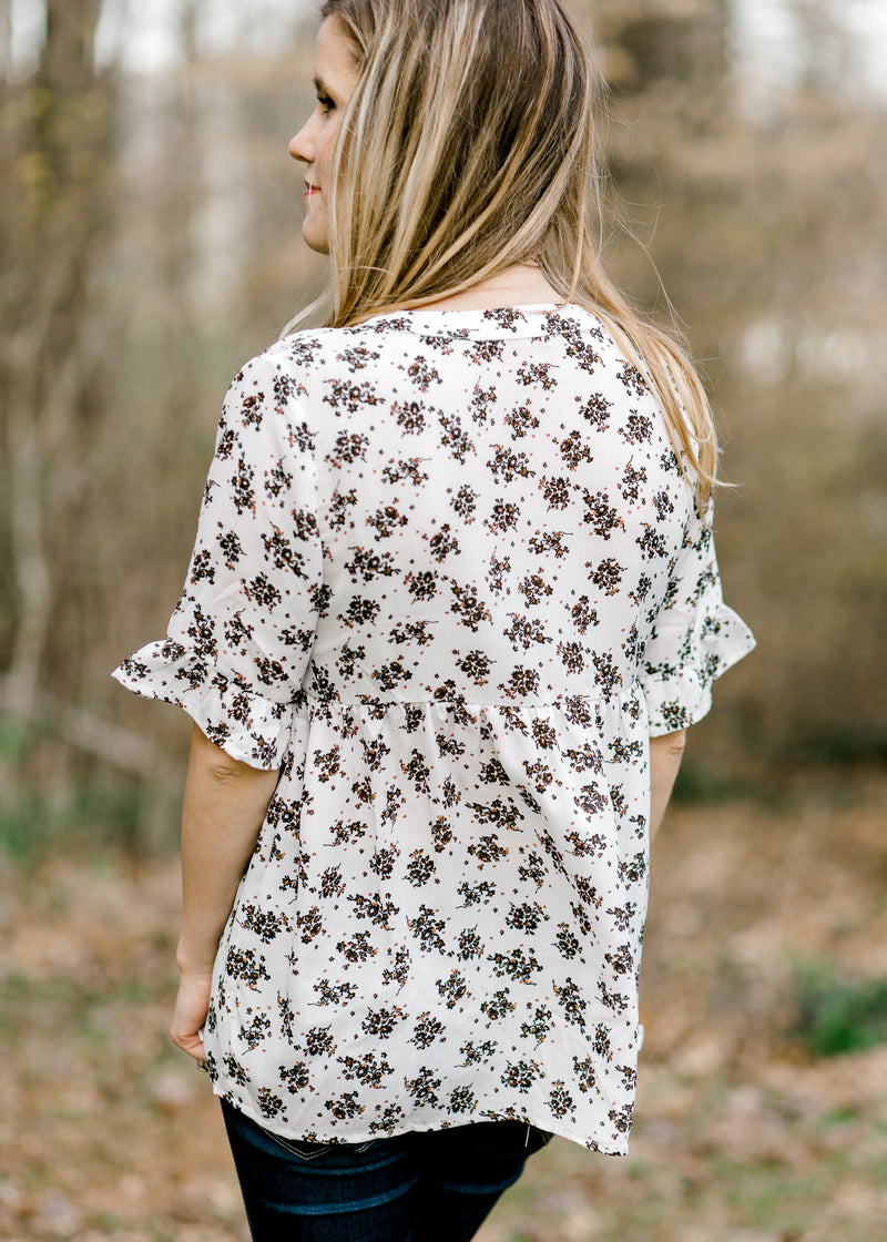 short sleeve top with floral print - epiphany boutiques