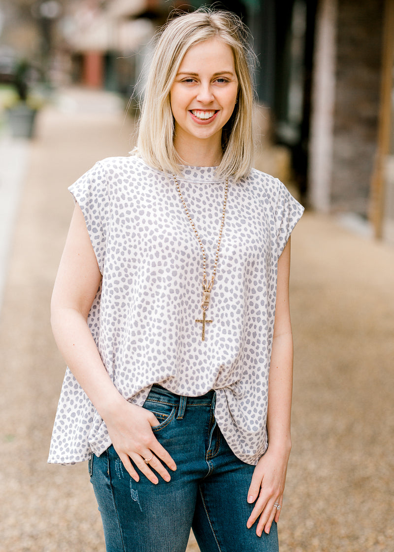 capped sleeve top with dots - epiphany boutiques