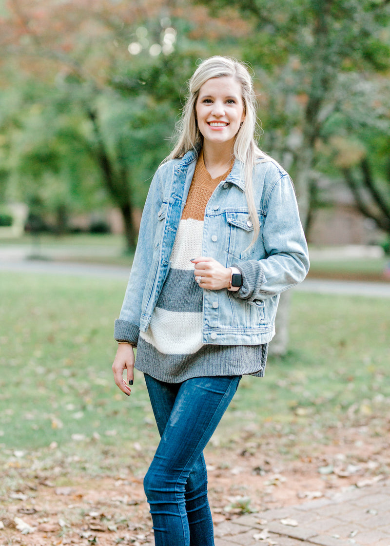 light wash denim jacket with function buttons - epiphany boutiques