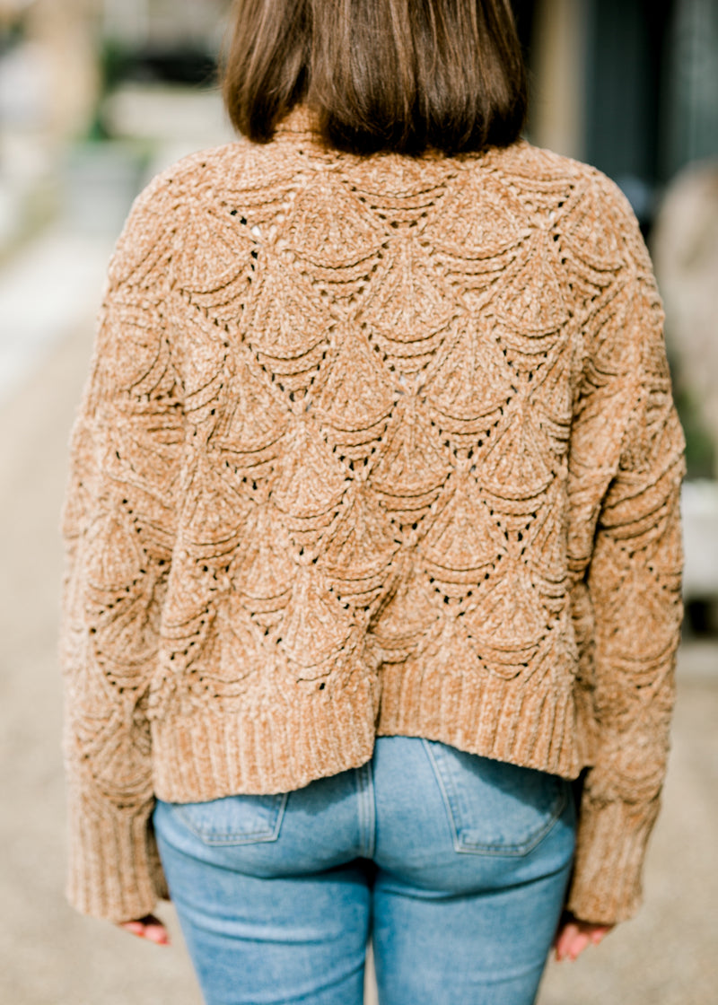 B Scallop Knit Cropped Turtleneck