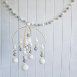 Neutral Mobile & Garland