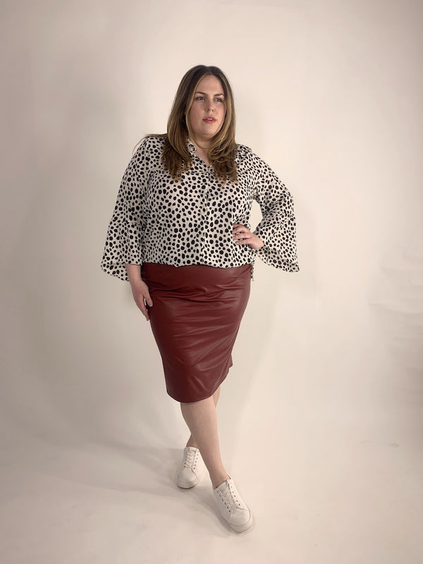 LOVED BY LES Soeurs Shop | FAIR PLUS SIZE FASHION | Pleather Skirt - Rot-II