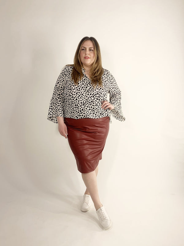 LOVED BY LES Soeurs Shop | FAIR PLUS SIZE FASHION | Pleather Skirt - Rot-I