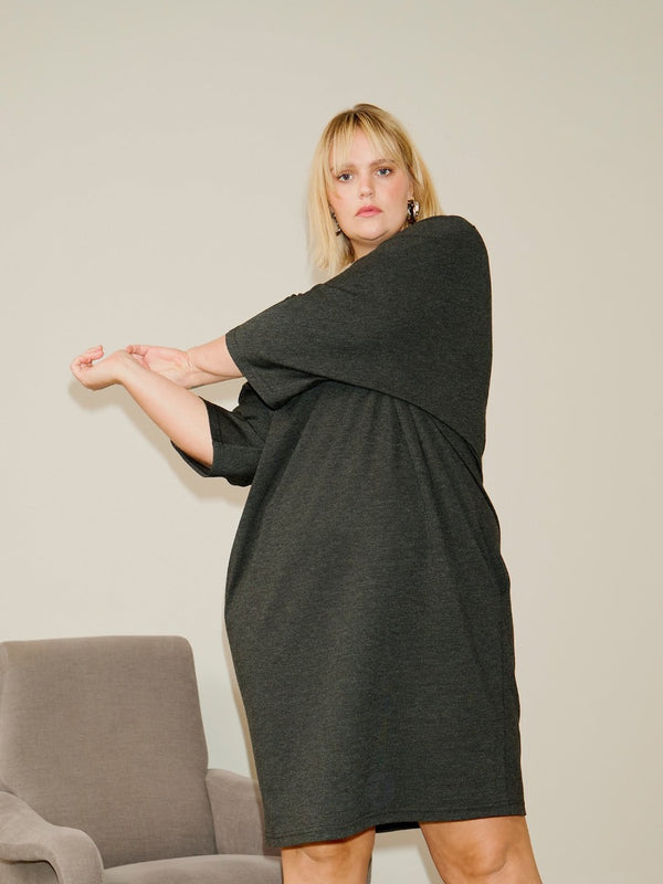 Sweater Dress MIT Taschen - Anthrazit Loved by Les Soeurs Shop