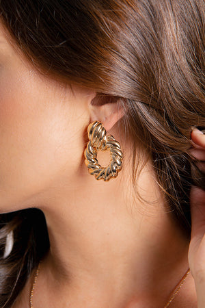 Twirl Stud Earrings Gold