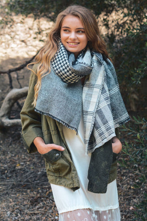 Houndstooth Frayed Trim Scarf