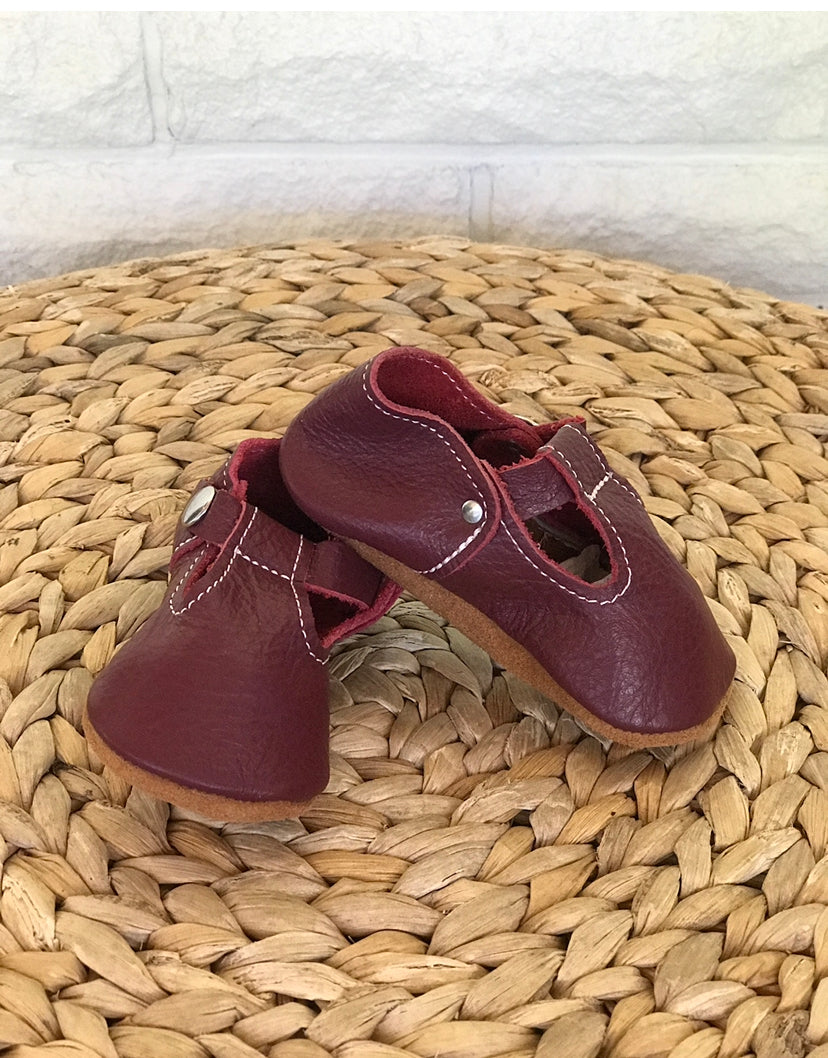Burgundy soft leather baby moccasins sz 5