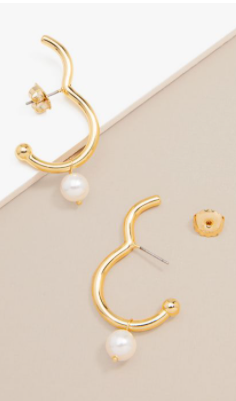 GOLD EAR CUFF WITH TINY PEARL EARRING