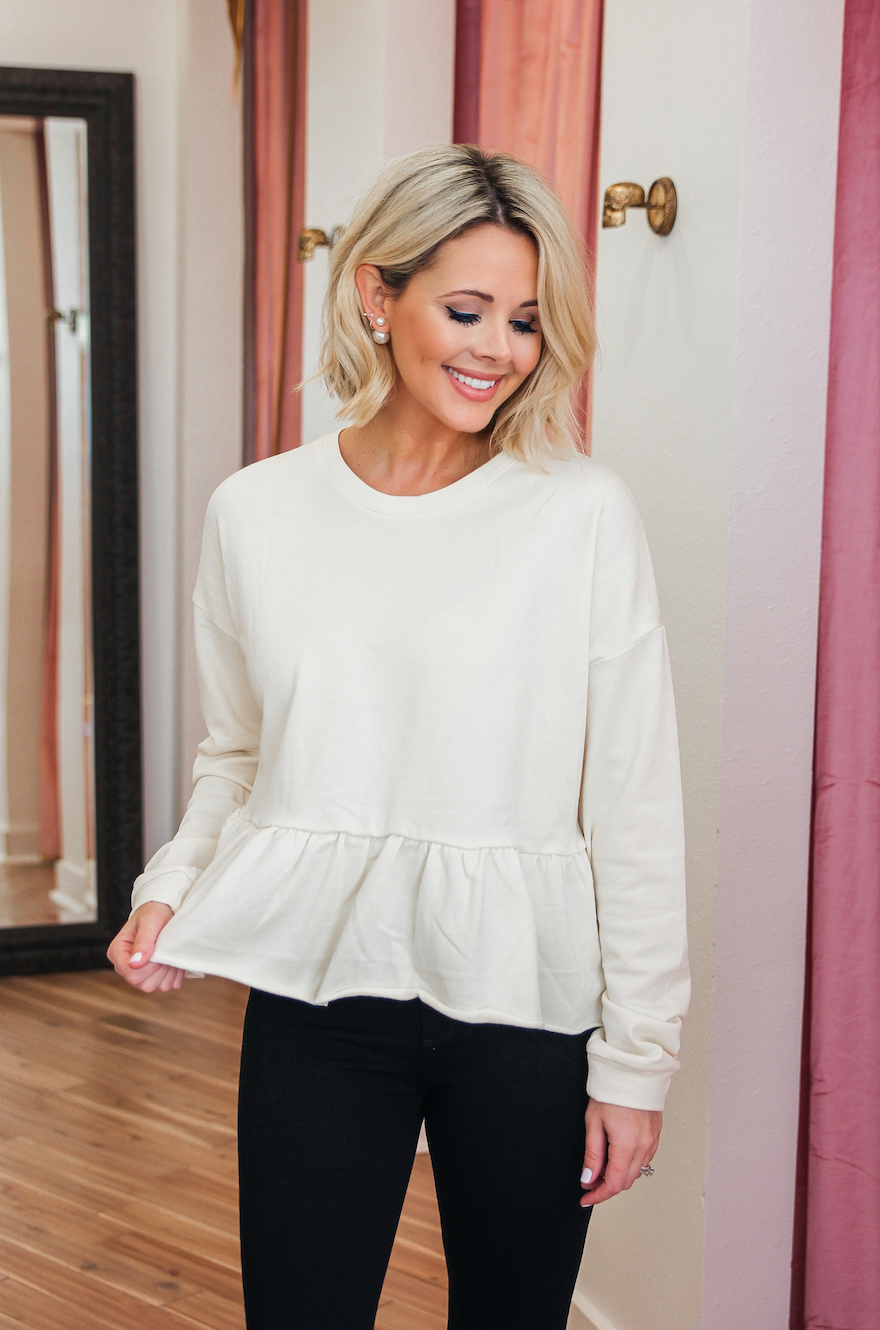 SOFT CREAM RUFFLE TOP