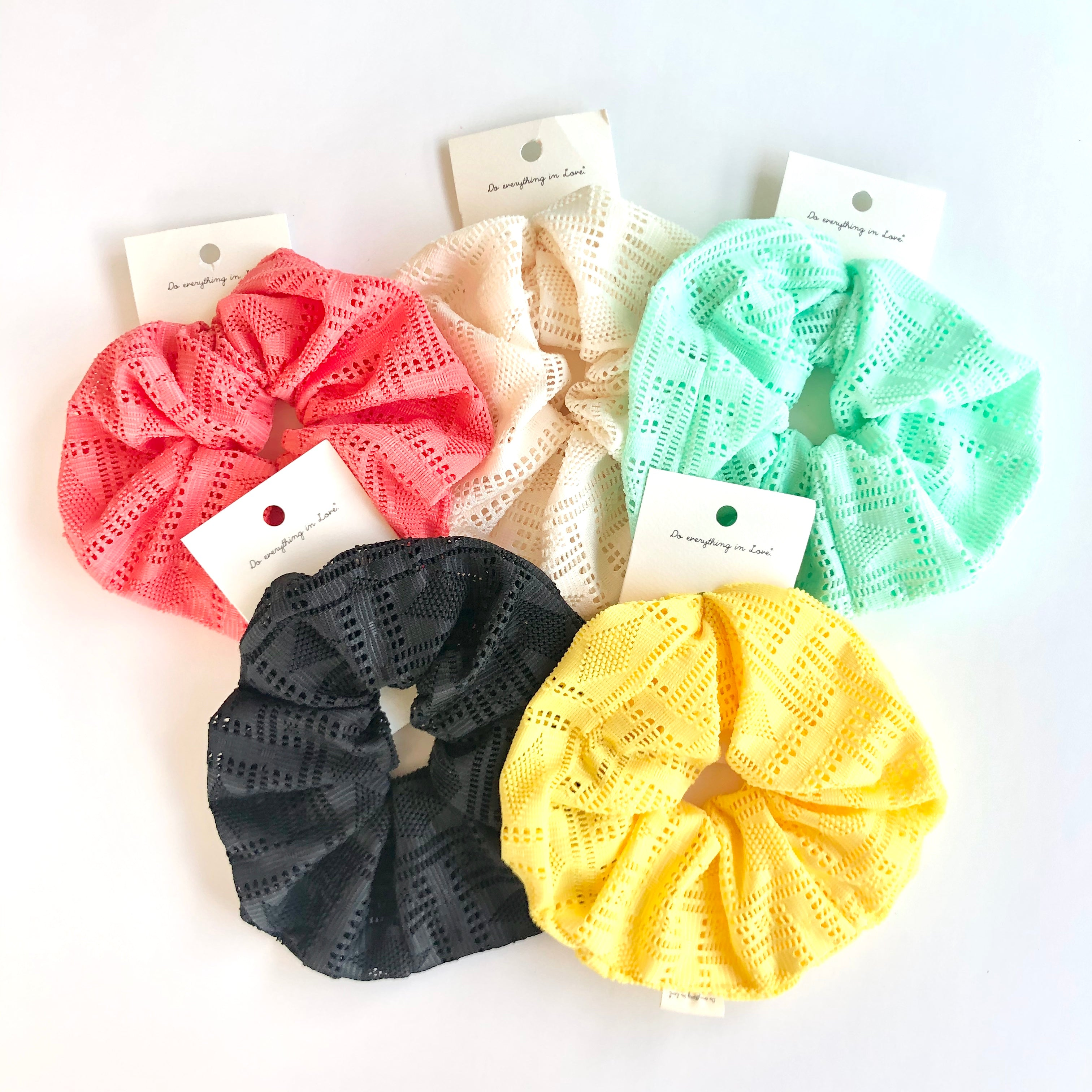 BEACH EYELET SCRUNCHIE