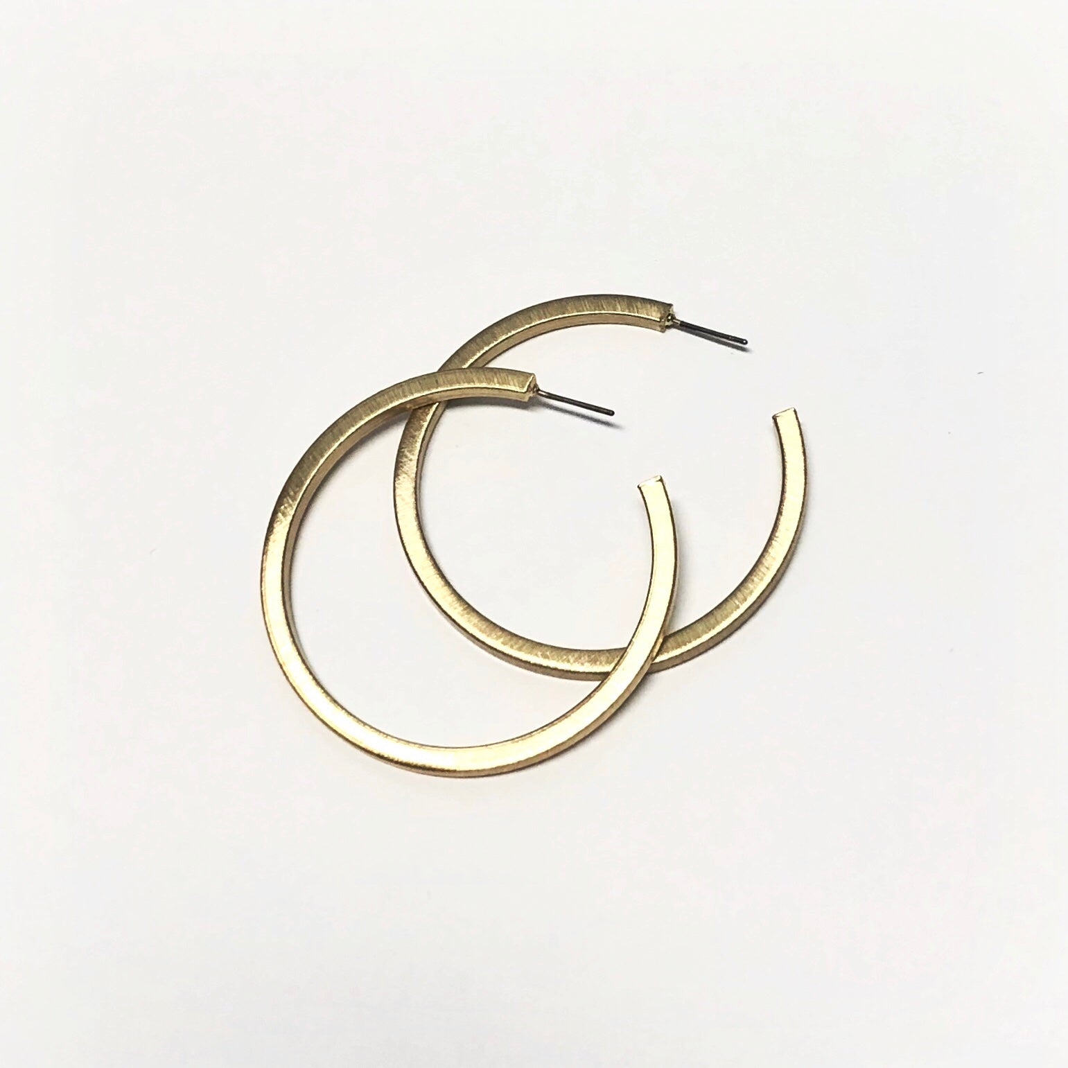 SCRATCH SQUARE EDGE HOOPS