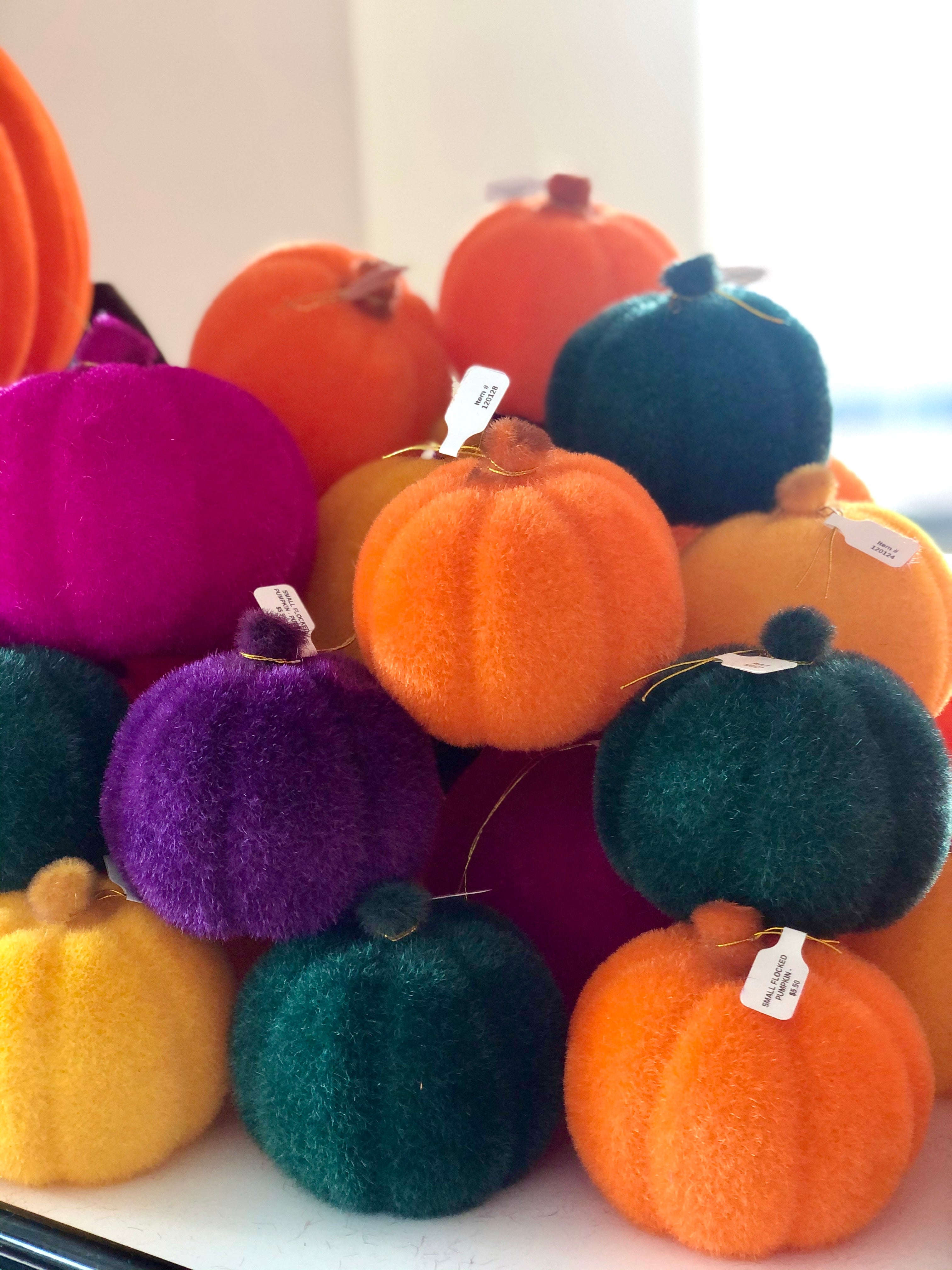 SMALL FLOCKED PUMPKIN