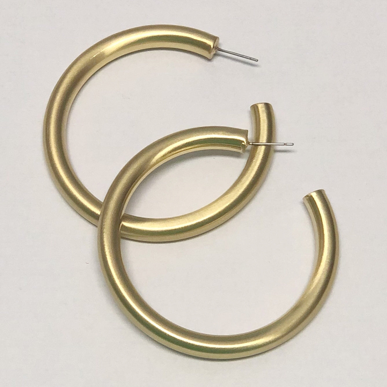 GOLD LARGE HOLLOW HOOP
