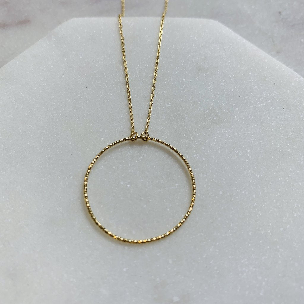 Delicate Gold Circle Necklace - pretty-simple-2
