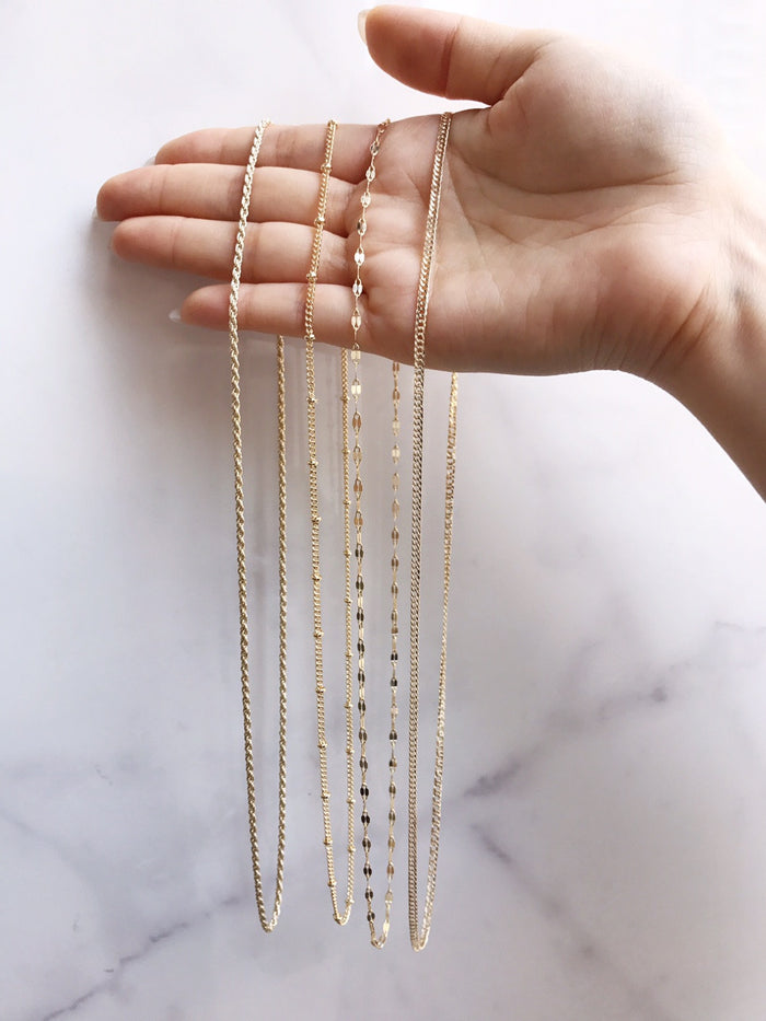 DELICATE LAYERING NECKLACES